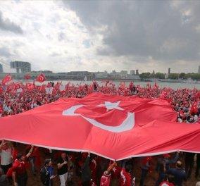 """Πάνω από 3 εκατομμύρια Τούρκοι θα διαδηλώσουν σήμερα """"Υπέρ της Δημοκρατίας"""" στην Κωνσταντινούπολη - Κυρίως Φωτογραφία - Gallery - Video"""