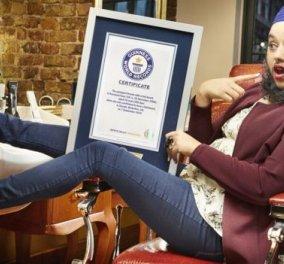 And the Winner Is: Το βραβείο Γκίνες πάει στην 24χρονη κοπέλα με την μακριά σγουρή γενειάδα & το  eyeliner  - Κυρίως Φωτογραφία - Gallery - Video