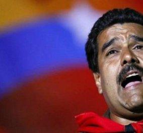 Οι πολίτες πήραν στο κυνήγι τον Πρόεδρο της Βενεζουέλας Ν. Μαδούρο κρατώντας κατσαρόλες (Φωτό, Βίντεο) - Κυρίως Φωτογραφία - Gallery - Video