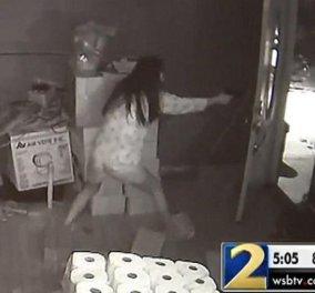 Απίστευτο βίντεο: Γυναίκα πυροβολεί 3 ληστές μέσα στο σπίτι της και σκοτώνει 1 - Κυρίως Φωτογραφία - Gallery - Video