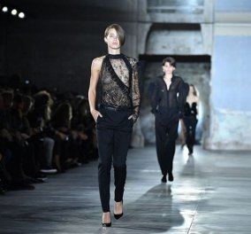 Η Εβδομάδα Μόδας του Παρισιού ξεκίνησε δυναμικά: Όλες οι φωτό από το φαντασμαγορικό show του Yves Saint Laurent   - Κυρίως Φωτογραφία - Gallery - Video
