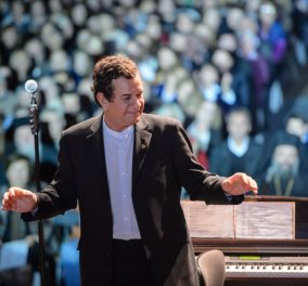 """Στ. Σπανουδάκης:"""" Πήγα στην Κέρκυρα πάνω σε αναπηρικό καροτσάκι και έκανα τη συναυλία όρθιος - Έζησα ένα θαύμα"""" - Κυρίως Φωτογραφία - Gallery - Video"""