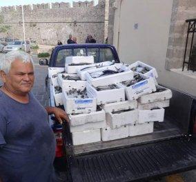 Good news: Ο μουσουλμάνος καπετάν Τσετίν από τη Ρόδο μοίρασε 1 τόνο φρέσκα ψάρια στους ανθρώπους που το έχουν ανάγκη  - Κυρίως Φωτογραφία - Gallery - Video
