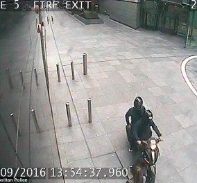 Βίντεο: Πώς αυτός ο ''ελαφροχέρης'' έκλεψε 21 κινητά σε μια ώρα χωρίς να κατέβει από το μηχανάκι του - Κυρίως Φωτογραφία - Gallery - Video