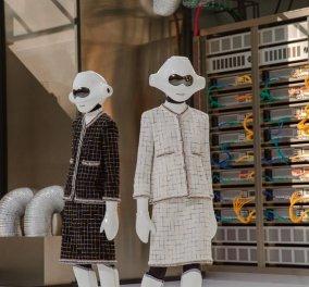 Εκπληκτικό Βίντεο: Ρομπότ περπάτησαν στην πασαρέλα της Chanel σε σκηνικό Data center όλη η επίδειξη μόδας  - Κυρίως Φωτογραφία - Gallery - Video