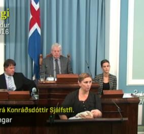 """Βουλευτίνα στην Ισλανδία μίλησε στο κοινοβούλιο θηλάζοντας την κόρη της:""""Δεν ενοχλείται το μωρό"""", λέει  - Κυρίως Φωτογραφία - Gallery - Video"""