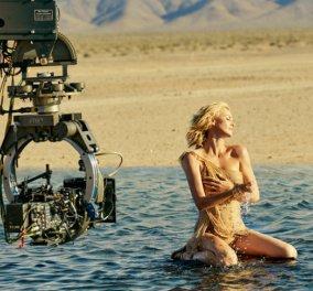 Η αισθησιακή Σαρλίζ Θερόν κόβει την ανάσα: Περπατά στο νερό για τη νέα διαφήμιση του Dior & Όλος ο πλανήτης φωνάζει ''J' adore'' - Κυρίως Φωτογραφία - Gallery - Video