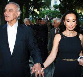 Η Bίκυ Σταμάτη χαμογελάει ξανά: Δείτε την να πανηγυρίζει μαζί με τον γιο της στα VIP του «Καραϊσκάκης» - Κυρίως Φωτογραφία - Gallery - Video