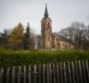 """Αυτή η  εκκλησία στην Τσεχία """"κρύβει"""" μέσα της τον πιο παράξενο και απόκοσμο διάκοσμο  - Κυρίως Φωτογραφία - Gallery - Video"""