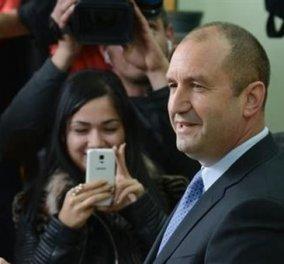 """Αλλαγή σκυτάλης στη Βουλγαρία - Νέος πρωθυπουργός ο """"φιλορώσος""""  Ρούμεν Ράντεφ - Κυρίως Φωτογραφία - Gallery - Video"""