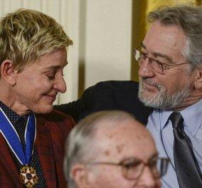 Ο Ομπάμα βράβευσε την Έλεν Ντε Τζένερις & τον Τομ Χάνκς: Απίστευτα κλάματα της σιδηράς κυρίας της ενημέρωσης στην αγκαλιά του Ρόμπερτ Ντε Νίρο - Κυρίως Φωτογραφία - Gallery - Video