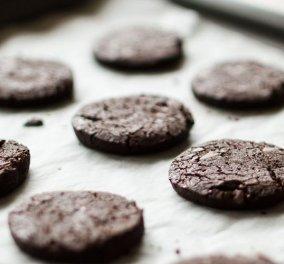 Ο Άκης μας δείχνει πως να φτιάξουμε τα καλύτερα σοκολατένια μπισκότα για τις γιορτές - Κυρίως Φωτογραφία - Gallery - Video
