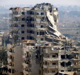 """""""Θαύμα"""" μέσα από τα ερείπια του πολέμου - Δείτε τη δραματική διάσωση ενός αγοριού στο Χαλέπι (βίντεο) - Κυρίως Φωτογραφία - Gallery - Video"""