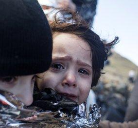 """Τις πταίει; Ποιοί """"μασάνε"""" και χιλιάδες πρόσφυγες ξεπαγιάζουν στην Ελλάδα; Αποκαλυπτικός ο Guardian  - Κυρίως Φωτογραφία - Gallery - Video"""