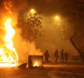 Έγινε η νύχτα μέρα στα Εξάρχεια: Αντιεξουσιαστές έβαλαν μολότοφ & φωτιές σε κάδους - Μάχη με τα ΜΑΤ  - Κυρίως Φωτογραφία - Gallery - Video