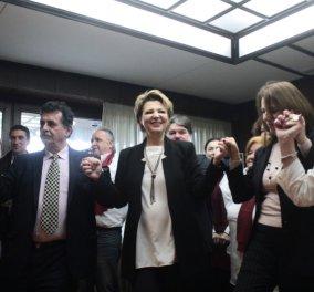Κεφάτη η Όλγα Γεροβασίλη στο υπουργείο της, το έριξε στον χορό - Ποιοί της έψαλαν παραδοσιακά κάλαντα   - Κυρίως Φωτογραφία - Gallery - Video
