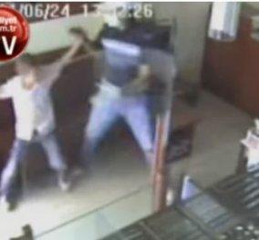 Βίντεο:12χρονος πλακώνει στο ξύλο & κάνει λαβές με καράτε σε ένοπλο ληστή σε χρυσοχοείο - Κυρίως Φωτογραφία - Gallery - Video