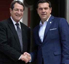 Με τον Ν. Αναστασιάδη συνομίλησε μέσω τηλεφώνου ο Αλ. Τσίπρας - Τι συμφώνησαν για τα επόμενα βήματα για το Κυπριακό  - Κυρίως Φωτογραφία - Gallery - Video