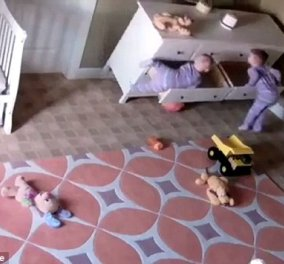 Story of the day: 2χρονος σώζει τον δίδυμο αδερφό του που τον καταπλάκωσε η ντουλάπα - Video - Κυρίως Φωτογραφία - Gallery - Video