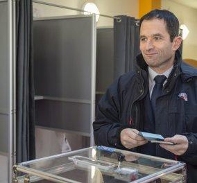 Ανατροπή στο Σοσιαλιστικό κόμμα της Γαλλίας - Ο Αμόν προηγείται του Βαλς στον πρώτο γύρο των  προκριματικών εκλογών - Κυρίως Φωτογραφία - Gallery - Video