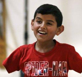 Έχασε 3 αδέρφια & τα δυο του χέρια στον πόλεμο - Αυτός είναι ο μικρός ήρωας από τη Συρία  - Κυρίως Φωτογραφία - Gallery - Video