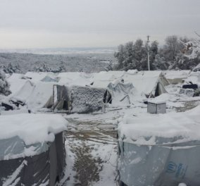 Απίστευτο βίντεο: Θαμμένες στο χιόνι οι σκηνές των προσφύγων στη Μόρια   - Κυρίως Φωτογραφία - Gallery - Video