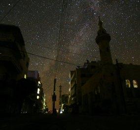 Κι όμως, υπάρχει ακόμα κάτι πανέμορφο στην κατεστραμμένη Συρία:  Εκπληκτικές φωτογραφίες από τον έναστρο ουρανό της - Κυρίως Φωτογραφία - Gallery - Video