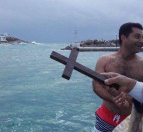 Δήμαρχος Σικίνου : έπεσε μόνος του στην παγωμένη θάλασσα για να πιάσει τον σταυρό (βίντεο) - Κυρίως Φωτογραφία - Gallery - Video