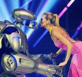 Η πιό επαναστατική είδηση για την μόδα: Νέα ρούχα σαν ρομπότ & φουστάνια από γραφένιο με δημιουργούς επιστήμονες   - Κυρίως Φωτογραφία - Gallery - Video