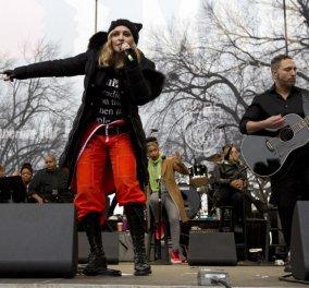 Μαντόνα, Σκάρλετ Γιόχανσον και δεκάδες ακόμα σταρ στην μεγαλειώδη διαδήλωση στην Ουάσινγτον (βίντεο, φωτό) - Κυρίως Φωτογραφία - Gallery - Video