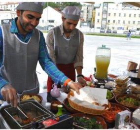 Good News: Πρόσφυγες μαγειρεύουν παραδοσιακά εδέσματα για το κοινό του Φεστιβάλ Ντοκιμαντέρ Θεσσαλονίκης  - Κυρίως Φωτογραφία - Gallery - Video