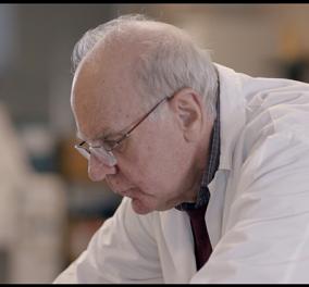 Made Ιn Greece ο Γιάννης Ματσούκας & το εμβόλιο του με παγκόσμια πατέντα για την σκλήρυνση κατά πλάκας - Στη νέα σειρά ντοκιμαντέρ ''Φάροι'' του COSMOTE HISTORY - Κυρίως Φωτογραφία - Gallery - Video