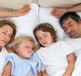 Το παιδί μας θέλει να κοιμάται στο κρεβάτι μας. Να το επιτρέπουμε; - Κυρίως Φωτογραφία - Gallery - Video