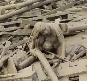 Βίντεο που σε αφήνει άναυδο: 32χρονη γυναίκα βγαίνει ζωντανή από χείμαρρο λάσπης    - Κυρίως Φωτογραφία - Gallery - Video