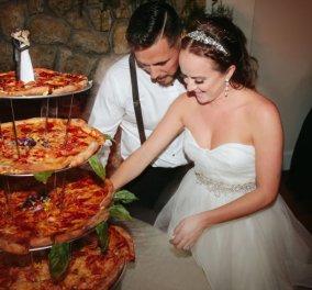Φώτο- Αντί για τούρτα έκοψαν 4όροφη πίτσα στον γάμο τους! Το ζευγάρι που πρωτοτύπησε! - Κυρίως Φωτογραφία - Gallery - Video
