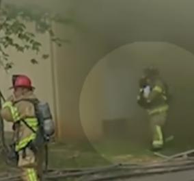 Σοκαριστικό βίντεο: Πατέρας για να σώσει το 2 μηνών παιδί του από την πυρκαγιά το πέταξε από το 2ο όροφο πολυκατοικίας - Κυρίως Φωτογραφία - Gallery - Video