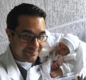 Συναρπαστική στιγμή που το μωράκι γεννιέται με «φυσιολογική» καισαρική -Βίντεο & Φωτό - Κυρίως Φωτογραφία - Gallery - Video