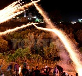 Βίντεο- Ο ρουκετοπόλεμος στο Βροντάδο Χίου επέστρεψε φέτος μετά από ένα Πάσχα σιωπής- Χιλιάδες διαδήλωσαν υπέρ νωρίτερα - Κυρίως Φωτογραφία - Gallery - Video