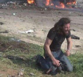 Φωτογραφία ημέρας: Ο φωτογράφος που κλαίει και οδύρεται μπροστά στο δράμα της Συρίας - Κυρίως Φωτογραφία - Gallery - Video