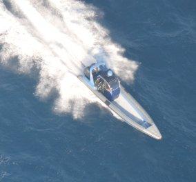 Δεν είναι σινεμά: Το Ελληνικό Λιμενικό καταδιώκει σκάφος με ναρκωτικά - Το ακινητοποιεί ελεύθερος σκοπευτής (Φωτό-Βίντεο) - Κυρίως Φωτογραφία - Gallery - Video