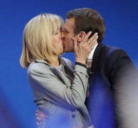 Εκείνος το 1977 εκείνη το 1953: Ο Μακρόν φιλάει την γυναίκα της ζωής του & ετοιμάζεται για Πρόεδρος της Γαλλίας με 7 εγγόνια!  - Κυρίως Φωτογραφία - Gallery - Video