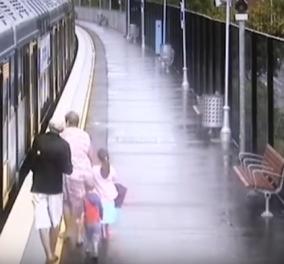 Βίντεο: Το Αγοράκι πέφτει στο κενό μεταξύ πλατφόρμας και τρένου & ο παππούς το σώζει! - Κυρίως Φωτογραφία - Gallery - Video