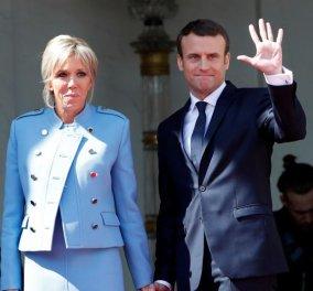 Με babyblue & Louis Vuitton από πάνω ως κάτω η Μπριζίτ Μακρόν: Η εμφάνιση για την ορκωμοσία του Προέδρου της καρδιά της - Κυρίως Φωτογραφία - Gallery - Video