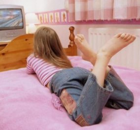 Κορίτσια έχετε τηλεόραση στο δωμάτιό σας; Κινδυνεύετε να πάρετε πολλά κιλά - Κυρίως Φωτογραφία - Gallery - Video