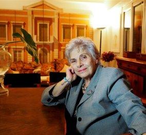 Top Woman η Κική Δημουλά: Αναγορεύτηκε επίτιμη διδάκτωρ του Πανεπιστημίου Αθηνών - Κυρίως Φωτογραφία - Gallery - Video