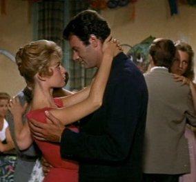 "Vintage story (1956): Η πιο αισθησιακή Μπριζίτ Μπαρντό στο ""Ο Θεός έπλασε την γυναίκα"" - Τρελαίνει 3 άνδρες & χωρίζει στα αλήθεια από τον άντρα της Ροζέ Βαντίμ  - Κυρίως Φωτογραφία - Gallery - Video"