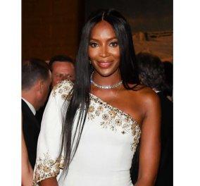 Φωτό: Μαύρη Αφροδίτη - Ελληνίδα θεά εμφανίστηκε η Naomi Campbell με ολόλευκο χιτώνα στο Monte Carlo Fashion Week  - Κυρίως Φωτογραφία - Gallery - Video