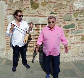 """Ο Παναγιώτης Ψωμιάδης χορεύει και τραγουδάει σε βίντεο κλιπ με τον τίτλο """"Σε λέω"""" - Ωραίες υπάρξεις γύρω του - Κυρίως Φωτογραφία - Gallery - Video"""