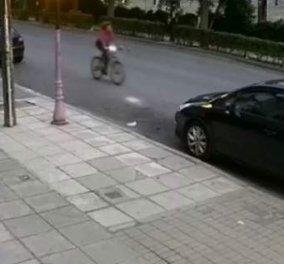 Θεσσαλονίκη: Μητέρα ανεβάζει βίντεο με αυτοκίνητο που παρασύρει την κόρη της ενώ κάνει ποδήλατο - Κυρίως Φωτογραφία - Gallery - Video