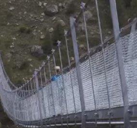 Βίντεο: Από ψηλά η μεγαλύτερη κρεμαστή πεζογέφυρα στον κόσμο - Κυρίως Φωτογραφία - Gallery - Video